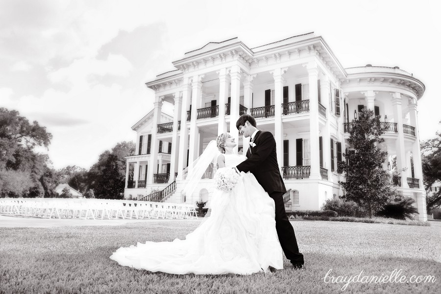 beautiful portrait of bride and groom in from on mansion
