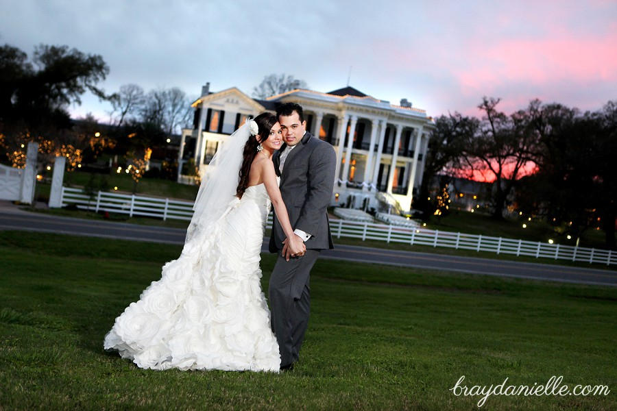 bride and groom in front of plantation